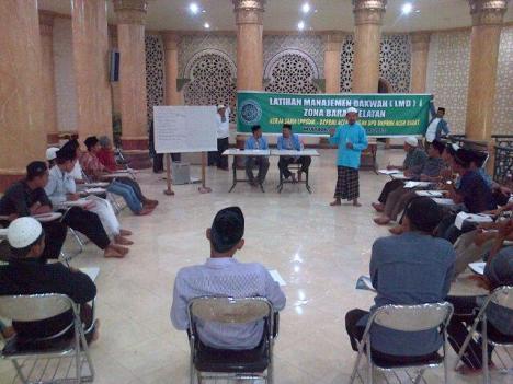 Latihan Manajemen Dakwah (LMD) - I LPPSDM-BKPRMI Aceh kali ini di rayon Barat Selatan yang dipusatkan di Masjid Baitul Makmur Kota Meulaboh. Sebelum itu acara yang sama telah dilaksanakan di Aceh Besar. Kegiatan ini berlangsung dari tanggal 22-24 Februari 2013, secara resmi dibuka oleh Wakil Bupati Aceh Barat, H. Nanda Fikri di teras depan masjid setempat. Hadir dalam kegiatan tersebut Ketua Umum DPW BKPRMI Aceh, Drs H Nasruddin Ibrahim, M Ag yang turut memberikan materi tentang ke-BKPRMI-an kepada peserta training.